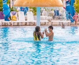 Дети в аквапарке «Акваленд»